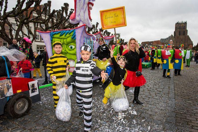 De optocht afgelopen carnaval in Potteschijterslaand (Geertruidenberg).