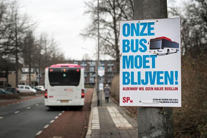 De rondweg geldt als busroute. Er rijden nu alleen nog kleine busjes, ondanks acties van omwonenden.
