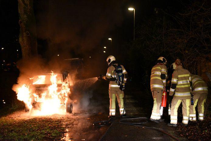 Op de parallelweg van de Kanaalweg in Utrecht stond in de nacht van eerste op tweede kerstdag een Fiat Panda in lichterlaaie door brandstichting.