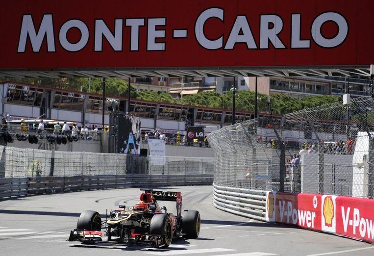 Formule 1-racer Kimi Raikkonen traint op het circuit van Monaco. Beeld afp