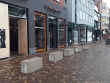 Betonblokken beschermen kledingzaak Boavista tegen ramkraak