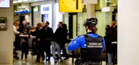 Oekraïener op Schiphol aangehouden na mishandeling dochtertje (3) in vliegtuig