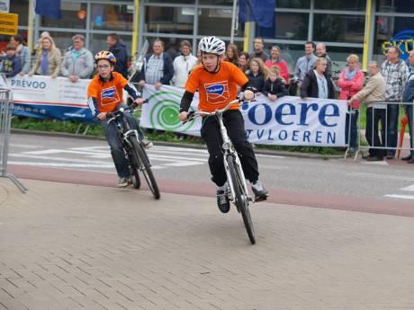 Bijna geen zoenen voor winnaars Ronde van Waddinxveen, tóch rondemiss gevonden