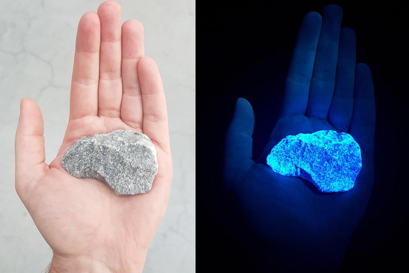 De stenen lichten om de paar seconden op.
