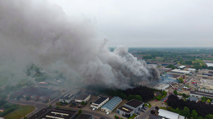 De brand in Vorden gezien vanuit de lucht.