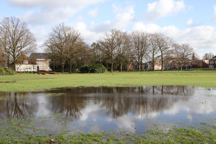 Wateroverlast in het Van Heekpark in Enschede