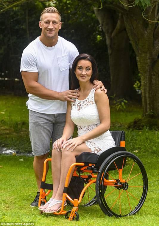 De Britse Riona Kelly (37) en haar nieuwe liefde voormalig rugbyspeler Keith Mason.