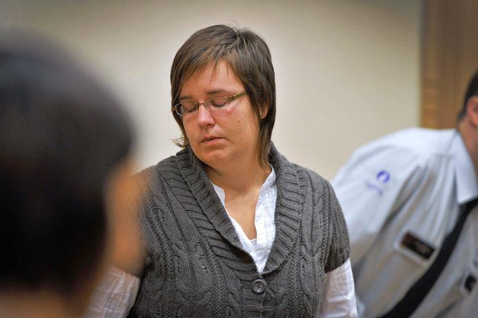Els Clottemans op 20 oktober 2010, vandaag exact tien jaar geleden, toen ze het verdict van de assisenjury te horen kreeg.