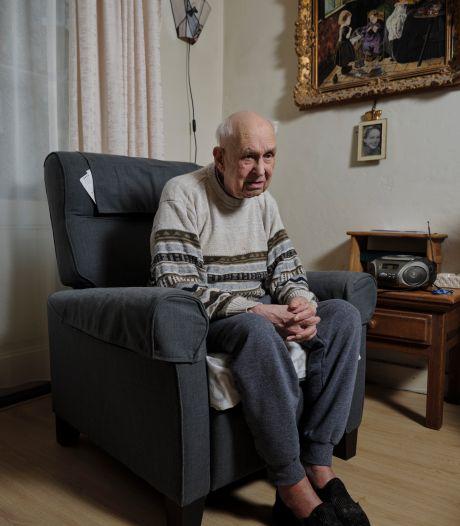 Piet (97) wil niet weg na 77 jaar: en toen kon hij de trap niet meer af