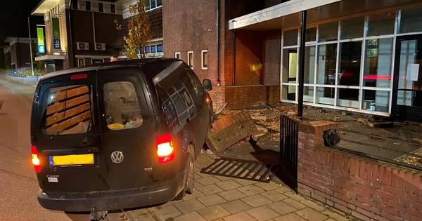 Monumentale muur Tuindorp Hengelo wéér kapot na ongeval.