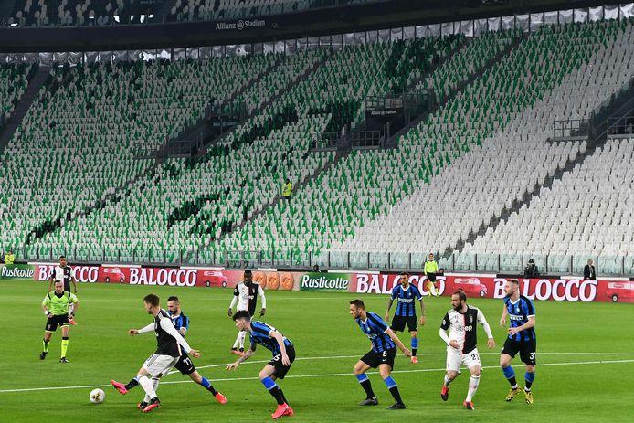 De competitiewedstrijd tussen Juventus en Inter werd gisteravond zonder publiek gespeeld.