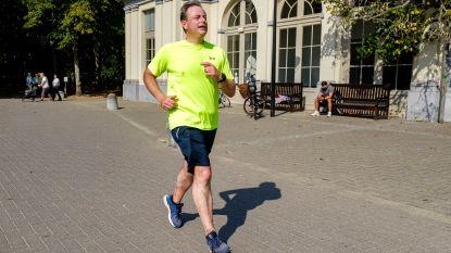 Vallen, opstaan en veel afzien: Bart De Wever loopt helemaal in zijn eentje 'virtuele' Antwerpse marathon uit