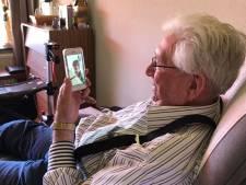 Bewoners zorgcentra Livio krijgen smartphones en Ipads: 'Geweldig dat ik mijn kinderen kan spreken en zien'