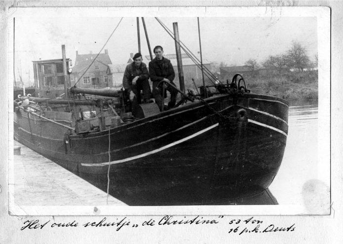 Zandschip de Chistina in de jaren 50 van de vorige eeuw.