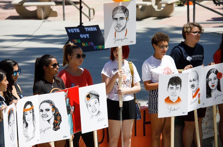 Bij de schietpartij op een school in Parkland (Florida) kwamen in februari veertien leerlingen en drie leerkrachten om het leven door de schoten van dolle schutter Nikolas Cruz (19). Het leidde tot de March Of Our Lives-protestmarsen over heel de VS, zoals hier in Californië.