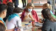 Koningin Mathilde bezoekt kwetsbare jongeren in zomerkamp in De Pinte