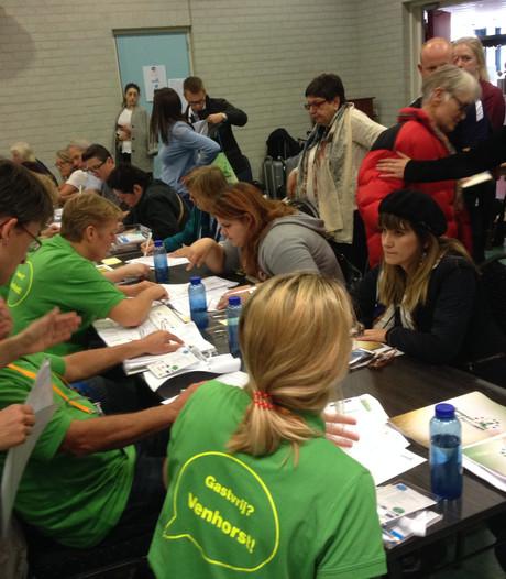 Deelnemers Europees Plattelands Parlement arriveren in Venhorst