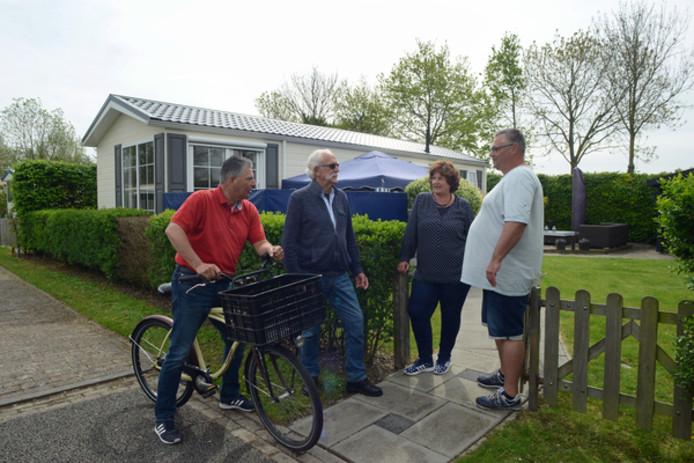De campingperikelen zijn al maanden het gesprek van de dag op de Vliedberg in Scharendijke. Vaste gasten Gert-Jan Sterk, Marinus de Boom, Ellen Sterk en Thomas Asselhoven raken hun vaste plaatsen kwijt.