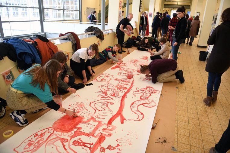 De leerlingen kunstsecundair onderwijs tonen voorbijgangers hun creatief-artistiek talent met live schilderkunst, tableau vivants, stop motion film, pop-uptheater en concertjes.