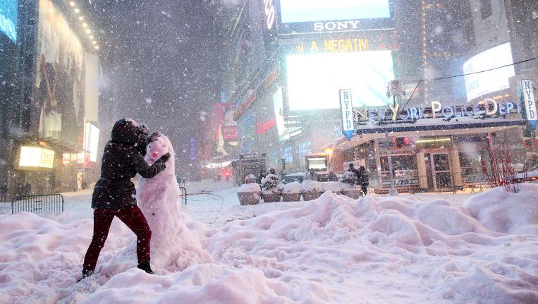 Een sneeuwpop op Times Square in New York. Beeld getty
