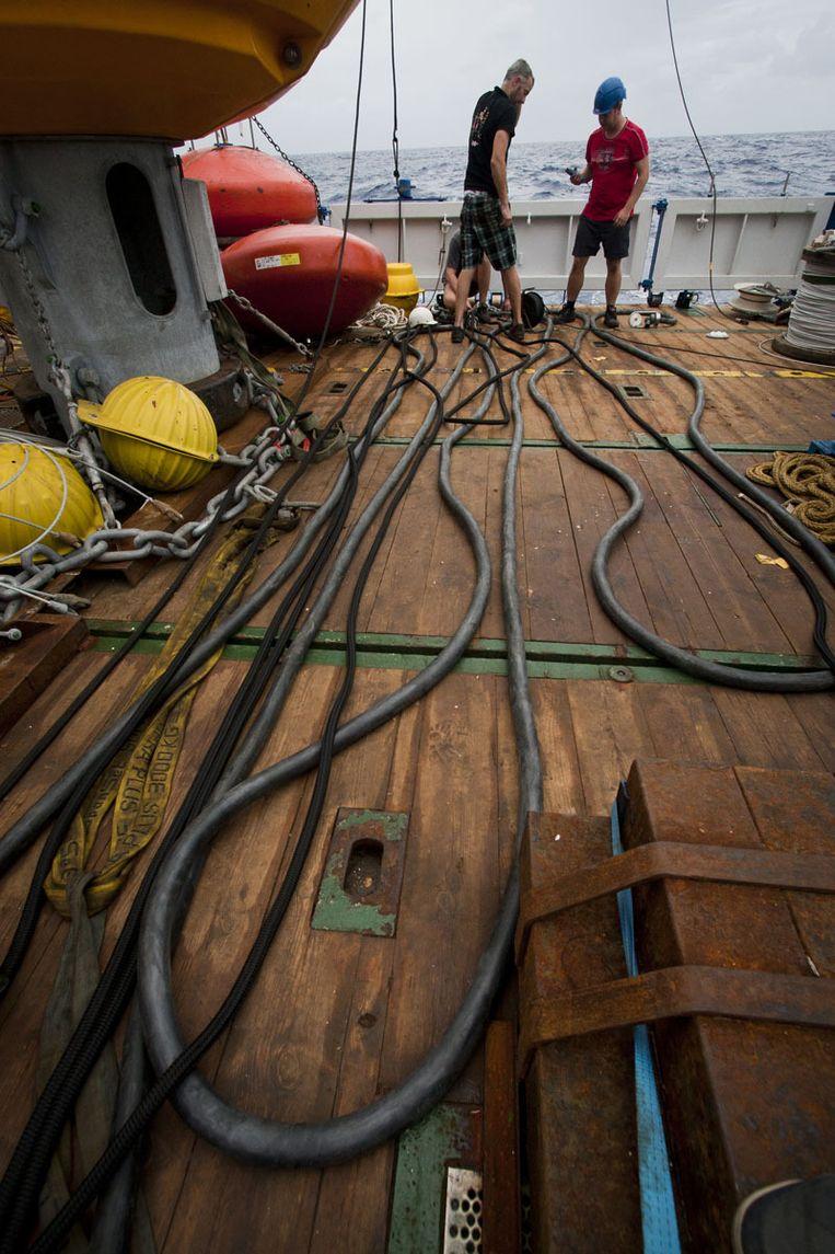 Niet voor bungeejumpen, maar voor boeien: 45 meter elastiek Beeld Ronald Veldhuizen