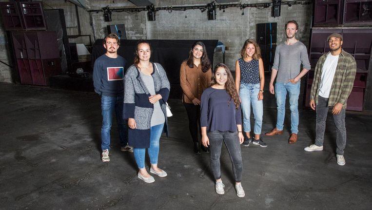 (Vlnr) Milan, Jessica, Hicram, Maral, Milou, Durk en Url, medeorganisatoren van Vlechtwerk Beeld Dingena Mol