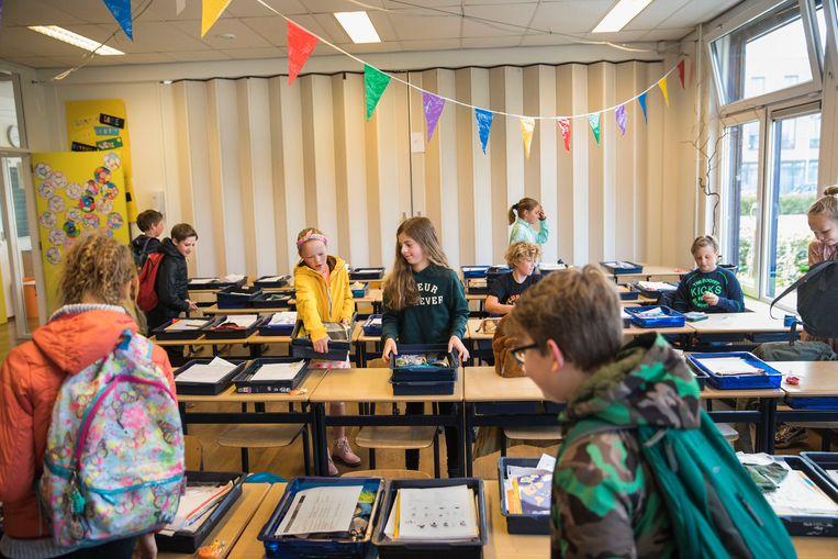 De Willibrordusschool in Oud-Beijerland is weer open, met de anderhalvemeterregel. Beeld Arie Kievit