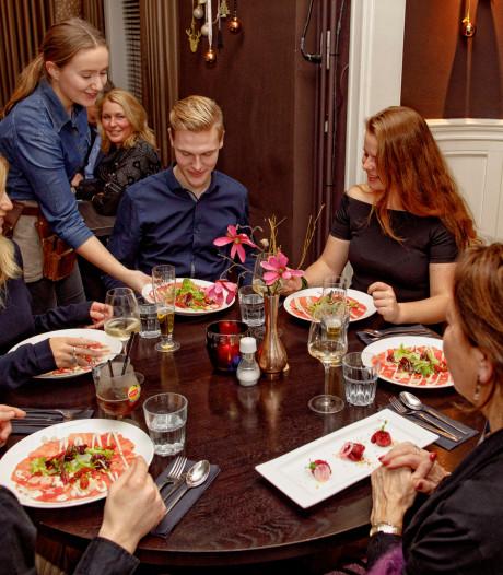Een beroemde gast aan tafel