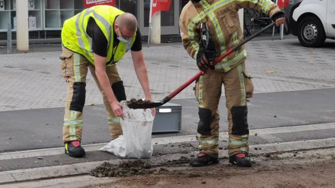 Vrachtwagen verliest deel van lading steenpuin in Uitbreidingslaan