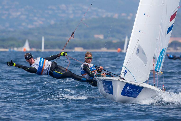 Anneloes van Veen (links) en Afrodite Zegers wonnen afgelopen weekend de wereldbekerwedstrijd in Hyères. Beeld RV