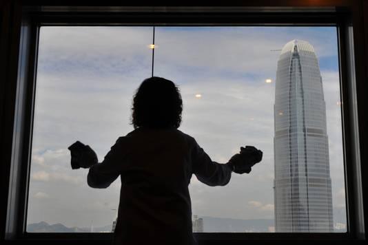 """""""Une femme de ménage a perdu l'équilibre en nettoyant les vitres"""", compte parmi les descriptions typiques de la section dédiée aux biens """"hantés"""" du site squarefoot.com.hk"""