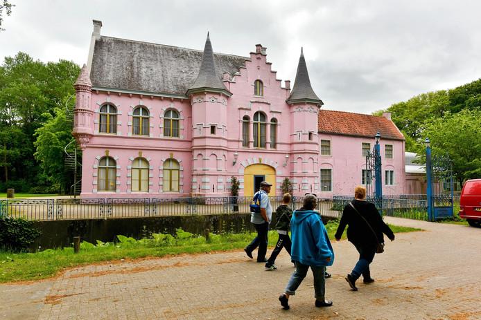 Het Roze Kasteel in de Poort van Heusden, het voormalige Land van Ooit.