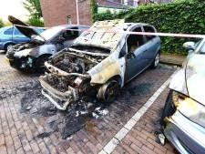 Nog geen spoor van mogelijke brandstichter(s) die het op auto's heeft voorzien in Enschede