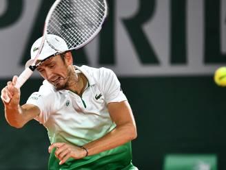 Medvedev wéér in ronde 1 uitgeschakeld: nummer 5 van de wereld won nog nooit een wedstrijd op Roland Garros