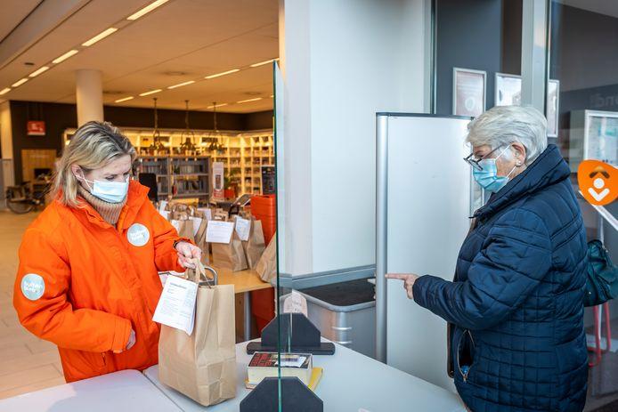 De afhaalbieb voor boeken in Helmond is een groot succes.