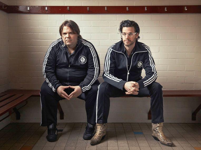 Presentatoren van Bureau Sport Frank Evenblij (l) en Erik Dijkstra (r). Beeld Vara
