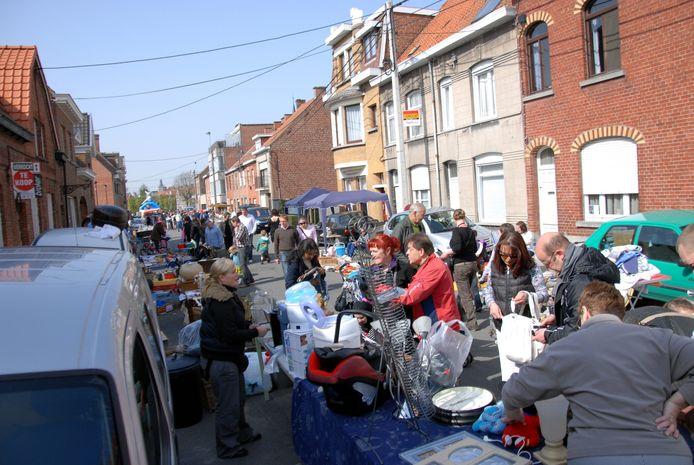 Een foto van de Roeselaarse rommelmarkt in 2010