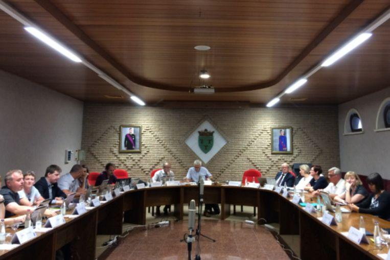 De gemeenteraad verliep vrijdagavond in afwezigheid van burgemeester Roland Uyttendaele (CD&V).