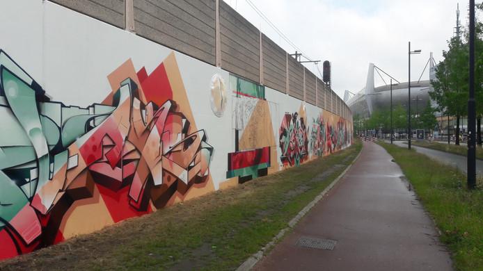 De nieuwe schilderingen aan de PSV-laan.