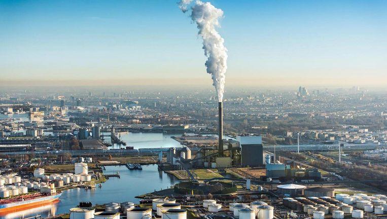 Eigenaar Nuon liet eerder weten open te staan voor vervroegde sluiting van de Hemwegcentrale, maar gaf daarbij aan dat dat 55 miljoen euro gaat kosten. Beeld anp