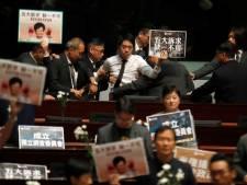 Seconde journée houleuse au Parlement hongkongais, Carrie Lam encore chahutée