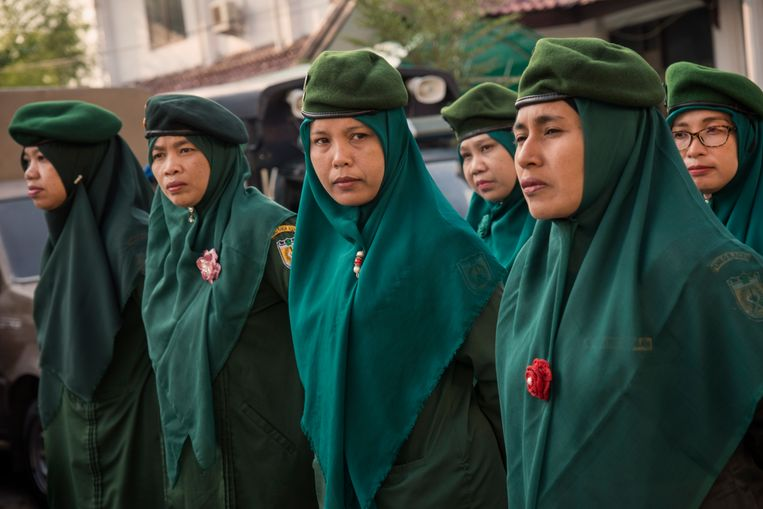 Wilayatul Hisbah, de vrouwelijke sharia-politie. Beeld Rony Zakaria