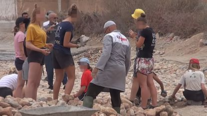 Marokkaanse leerkracht roept op om Belgische vrijwilligsters in korte broek te onthoofden: haatverspreider opgepakt
