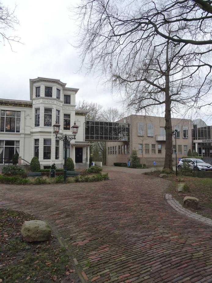 Het gemeentehuis van Lingewaal in Asperen verliest zijn functie. Het ambtenarenapparaat verhuist naar Geldermalsen.