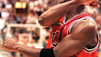 Hij moest er maar 2 uurtjes zijn: Michael Jordan sloeg cheque af met bedrag dat hóger lag dan heel z'n salaris in 15 jaar NBA