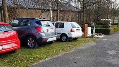 Automobilisten gebruiken kerkhof als parkeerplaats, nabestaanden geschokt