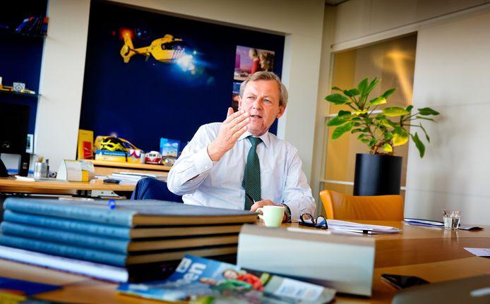 ANWB-directeur Frits van Bruggen: ,,Nemen we de veranderingen niet serieus, dan voorzien wij dat het aantal zwaargewonden in het verkeer in de komende tien jaar stijgt van 20.000 naar 30.000.''