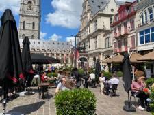 Om afstand te kunnen bewaren op café: uitgebreide terrassen mogen blijven tot half november, nog steeds zonder terrastaks