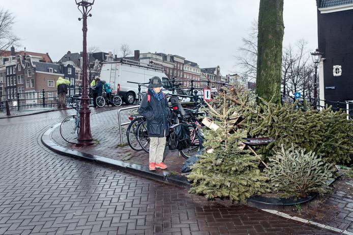 Kerstbomen op de hoek van de Prinsengracht.