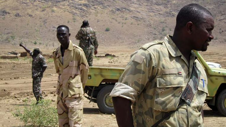 Militairen bij de grens van Zuid-Sudan. Beeld reuters